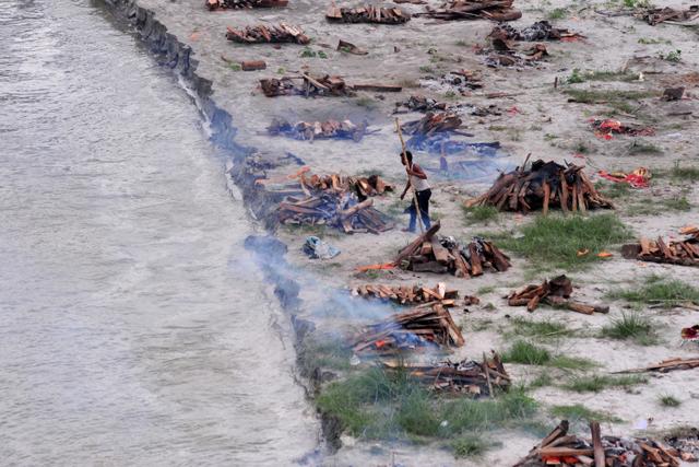 Menilik Sungai Gangga, Tempat Suci yang Jadi Rumah Bagi Jenazah di India (89280)