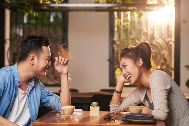 4 Pasangan Zodiak yang Lebih Cocok Jadi Sahabat Dibandingkan Pacar (2)