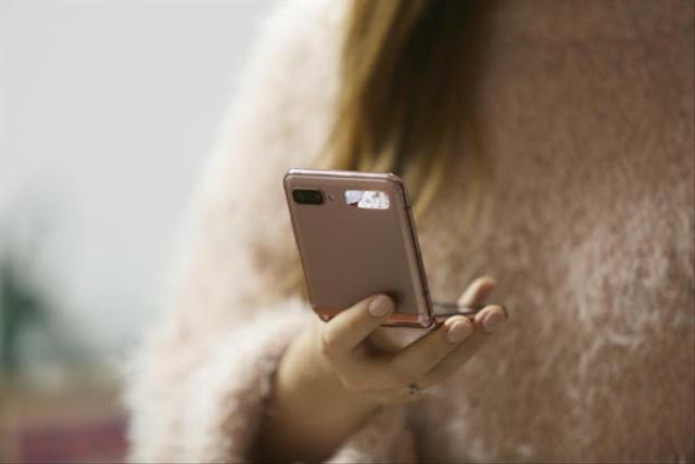 5 Alasan Mengapa Samsung Galaxy Z Flip Bisa Mendukung Gaya Fashion Minimalis (181485)