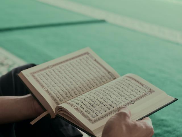 Bacaan Ayat Kursi dan Manfaat Mengamalkannya Bagi Umat Muslim (580339)