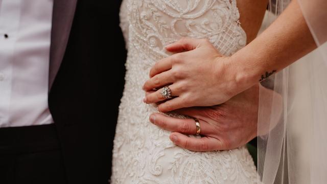 Mimpi Menikah dengan Orang Lain padahal Sudah Punya Suami (31034)