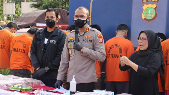 Heboh Warga di Bekasi dan Tanjung Priok Tak Bisa Vaksin karena NIK Dipakai WNA (642790)