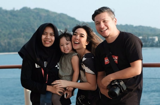 Fantastis! Gaji 5 Asisten Artis Indonesia Ini Bikin Melongo (385278)