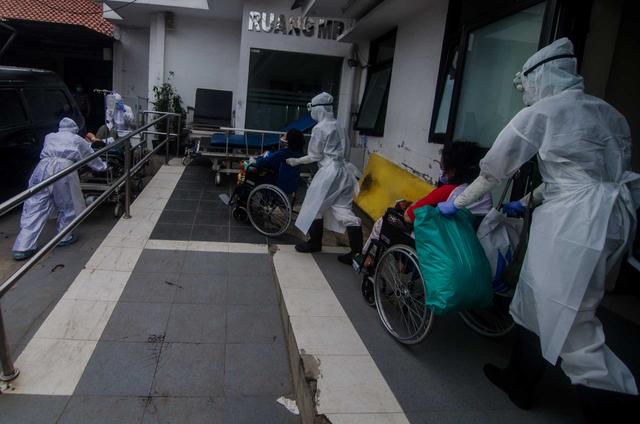 Usul IDI Atasi Pandemi: Calon Dokter Cepat Diluluskan; Nakes Divaksin Dosis Ke-3 (65416)