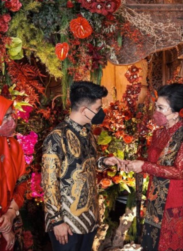 7 Momen Manis Acara Lamaran Ifan Govinda dan Kekasih, Usung Tema Adat Jawa (60066)