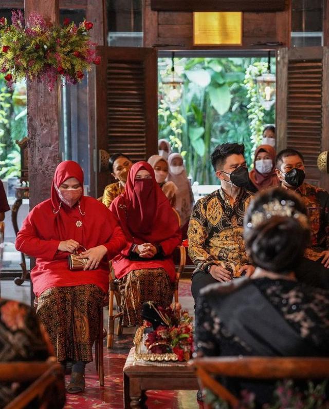 7 Momen Manis Acara Lamaran Ifan Govinda dan Kekasih, Usung Tema Adat Jawa (60064)