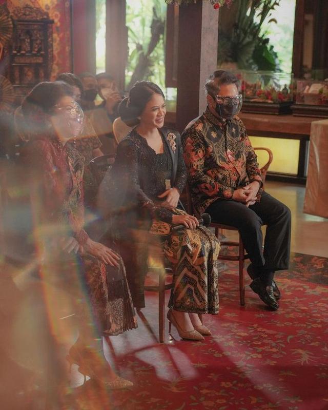 7 Momen Manis Acara Lamaran Ifan Govinda dan Kekasih, Usung Tema Adat Jawa (60065)