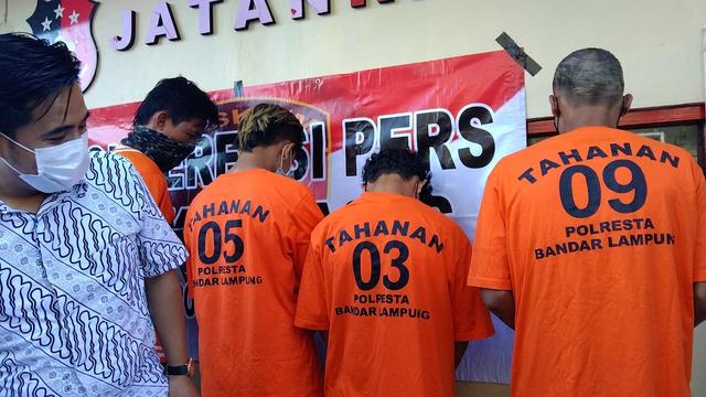 Pelaku Pengeroyokan Pria di SPBU Bandar Lampung Terancam 15 Tahun Penjara (3929)