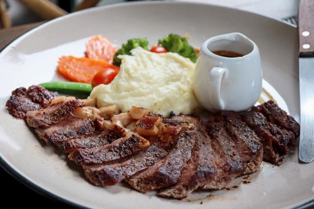 Resep Olahan Daging Sapi Steak Lada Hitam yang Lezat dan Berkelas (7189)