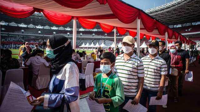 Data Tunjukkan Vaksinasi di Jakarta Ampuh: Kasus Positif 0,01% dan Kematian 0,2% (223328)