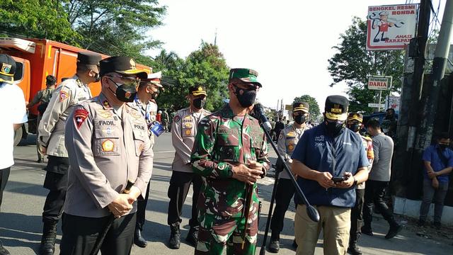 Pangdam Jaya Sesalkan Aparat Harus Berdebat di Jalan: Tolong Tinggal di Rumah (63485)