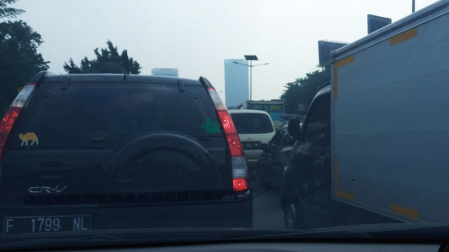 Mesti Ngantor saat PPKM Darurat, Butuh 4 Jam Tembus Tol Dalam Kota Cawang-Slipi (30975)