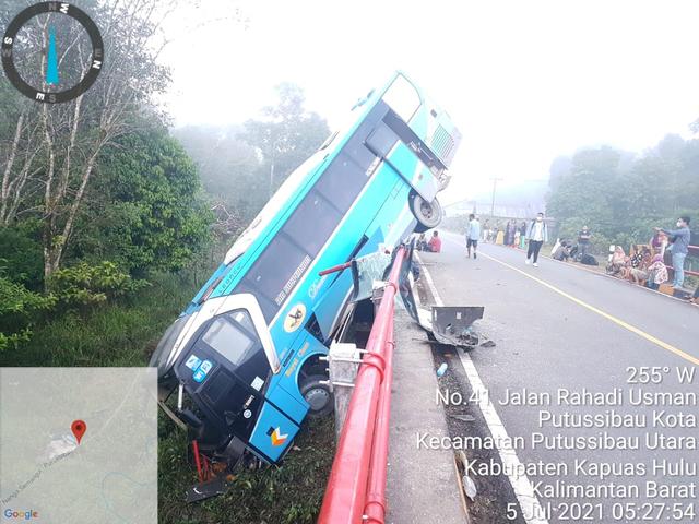 Bus Damri Nyungsep di Kalis, Ini Penyebab Kecelakaan Versi Polisi (1220224)