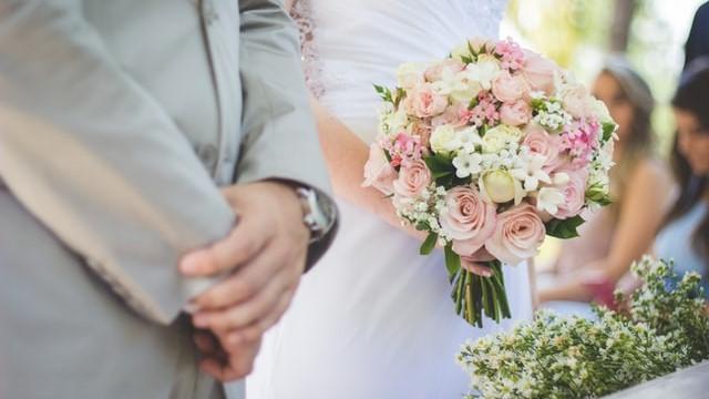Arti Mimpi Menikah dengan Orang yang Tidak Dikenal, Bikin Waspada atau Bahagia? (163590)