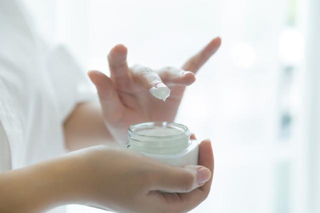 Perbedaan Moisturizer dan Hydrator, Kosmetik Perawatan Wajah Dehidrasi (9536)