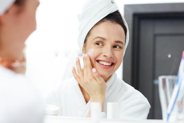 Perbedaan Moisturizer dan Hydrator, Kosmetik Perawatan Wajah Dehidrasi (9537)