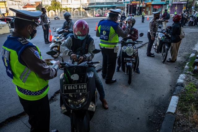 Polisi Longgarkan Pos Penyekatan Selama PPKM Level 3 di Bali (480481)
