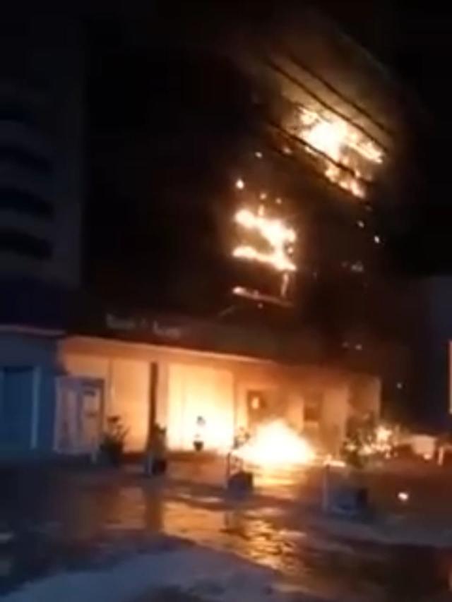 Kantor Pusat Operasional Bank Aceh Syariah Terbakar (195488)