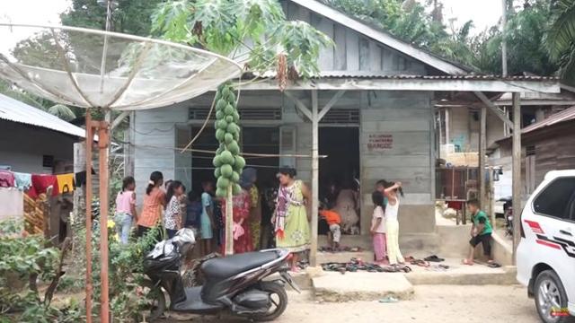 Beralas Tikar, 10 Potret Rumah Ucok Baba di Kampung Halaman Sebelum Terkenal (604712)