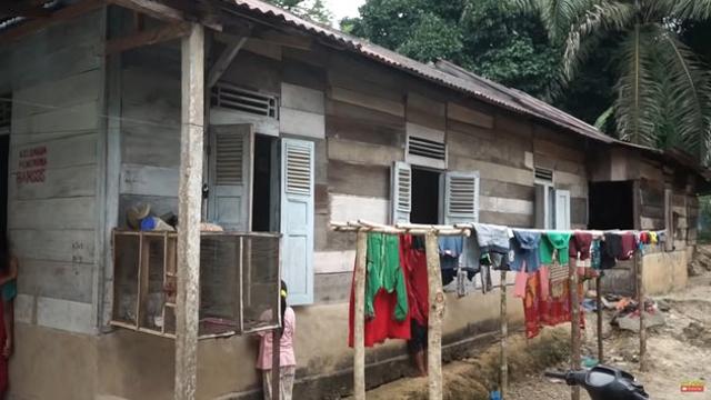 Beralas Tikar, 10 Potret Rumah Ucok Baba di Kampung Halaman Sebelum Terkenal (604713)