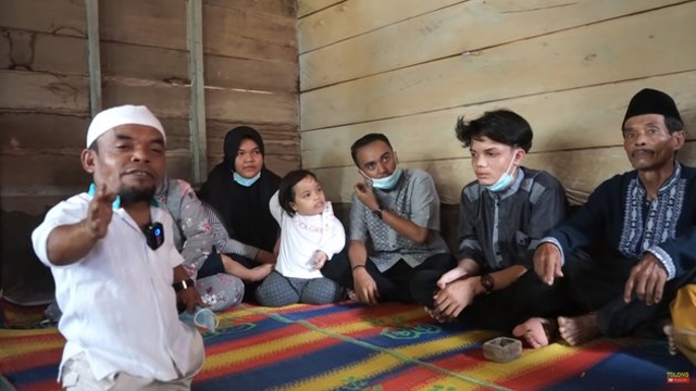 Beralas Tikar, 10 Potret Rumah Ucok Baba di Kampung Halaman Sebelum Terkenal (604714)