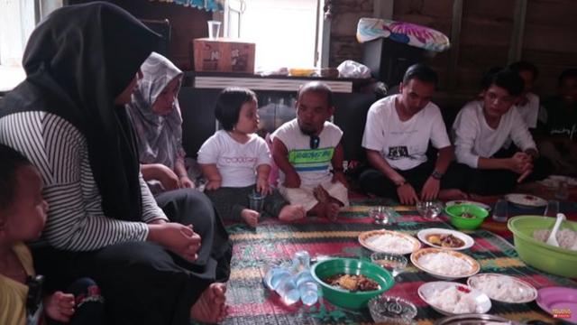 Beralas Tikar, 10 Potret Rumah Ucok Baba di Kampung Halaman Sebelum Terkenal (604718)