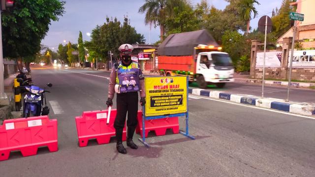 PPKM Darurat, Polisi Lakukan Pembatasan Sejumlah Ruas Jalan di Bojonegoro (257462)