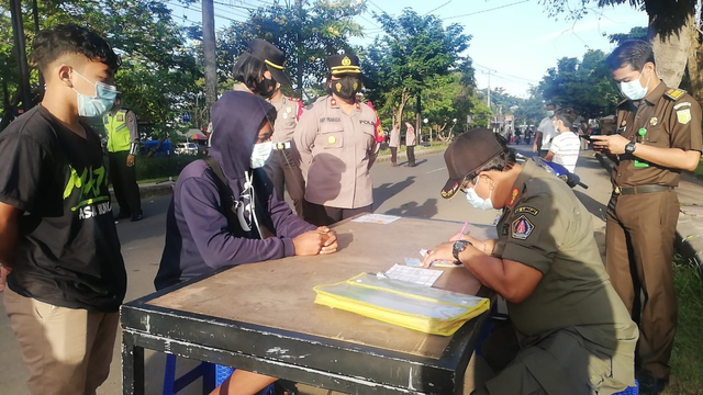 819 Kendaraan di Klungkung, Bali, Diputar Bali Selama PPKM Darurat (60187)