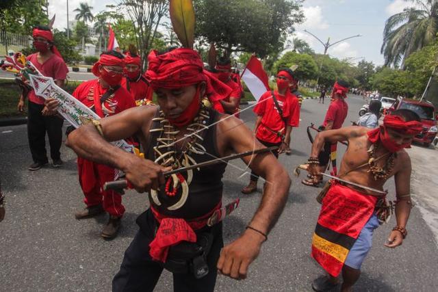 Asal Usul Suku Dayak, Masyarakat Asli Pulau Kalimantan (83413)