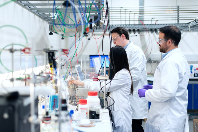 Contoh Produk yang Dibuat dengan Bantuan Bakteri (1034276)