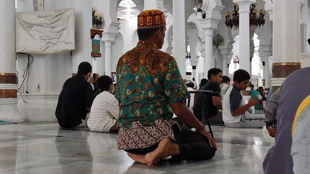 Foto: Salat Jumat di Masjid Raya Baiturrahman Banda Aceh saat Pengetatan PPKM (325866)
