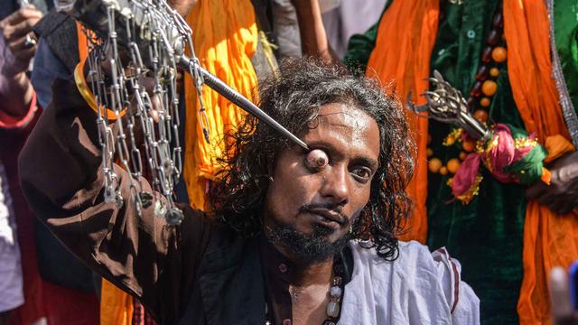 Congkel Mata, Cara Kaum Syiah di India Peringati Kematian Tokoh Filsuf Abad Ke-9 (157160)