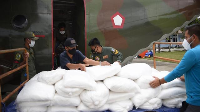 Cegah Karhutla, 4,8 Ton Garam Ditabur di Langit Riau (63344)