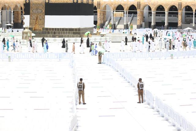 Suasana Salat Jumat di Masjidil Haram saat Umrah Ditutup (44407)