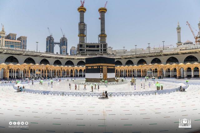 Suasana Salat Jumat di Masjidil Haram saat Umrah Ditutup (44402)