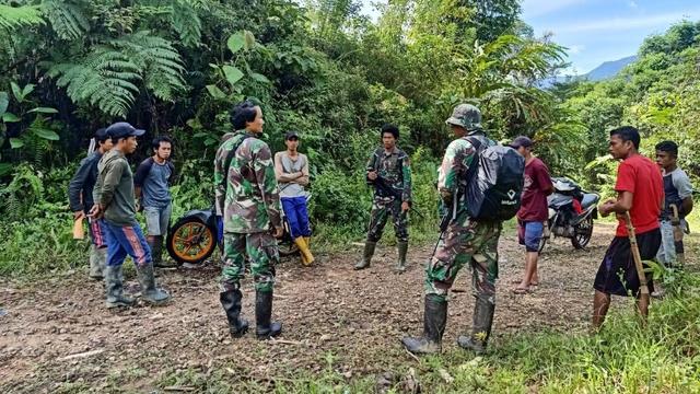 Operasi Senyap 5 Prajurit TNI Sergap Teroris MIT di Hutan Pukul 03.00 WITA (316777)