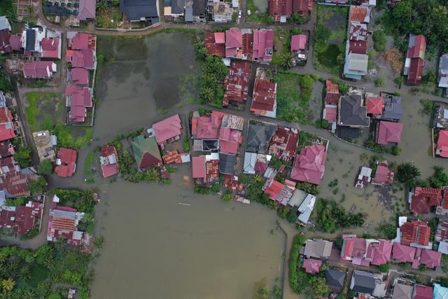 Foto Udara: Banjir Rendam Permukiman di Kecamatan Darul Imarah, Aceh Besar (78267)