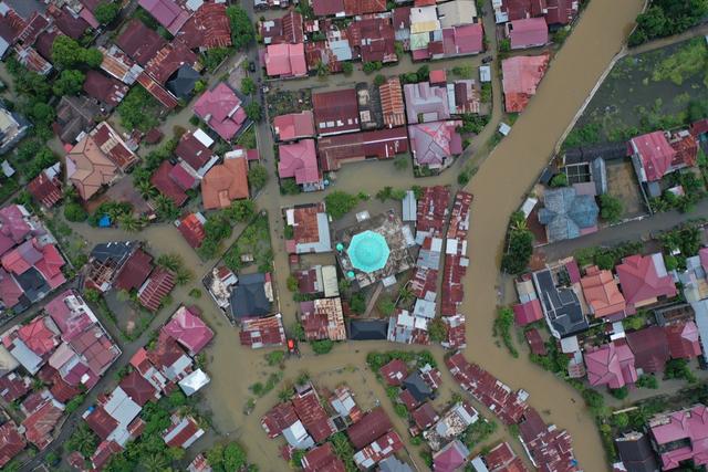 Foto Udara: Banjir Rendam Permukiman di Kecamatan Darul Imarah, Aceh Besar (78268)
