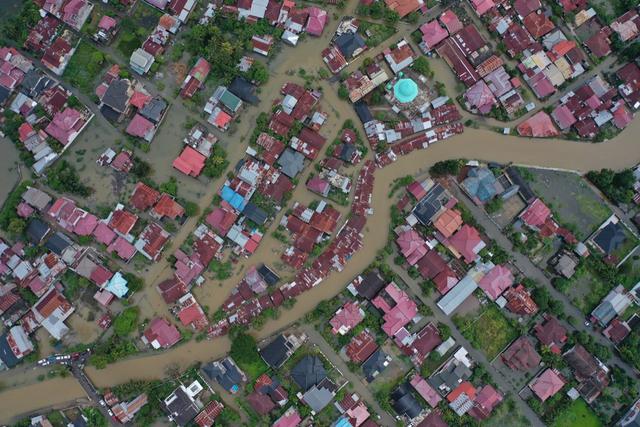 Foto Udara: Banjir Rendam Permukiman di Kecamatan Darul Imarah, Aceh Besar (78269)