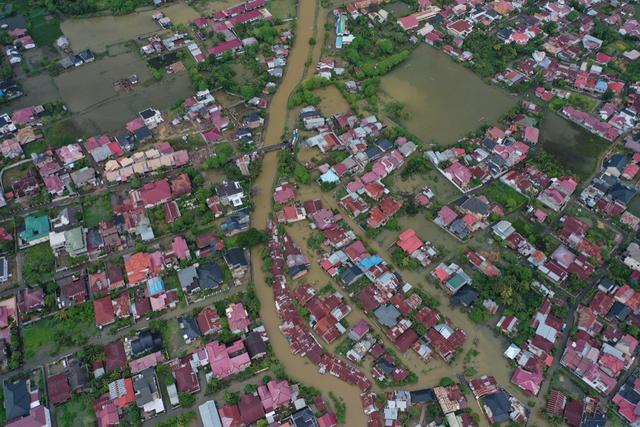 Foto Udara: Banjir Rendam Permukiman di Kecamatan Darul Imarah, Aceh Besar (78271)