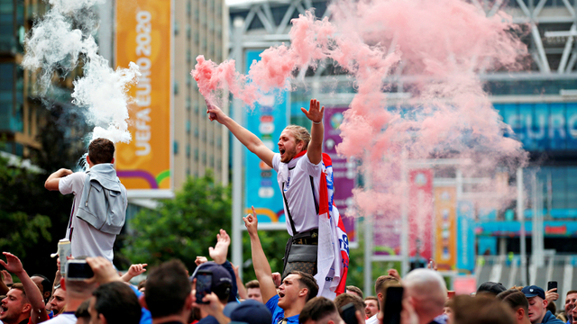 2 Penjual Atribut Steward ke Fans Tak Bertiket di Final Euro 2020 Ditangkap (81116)