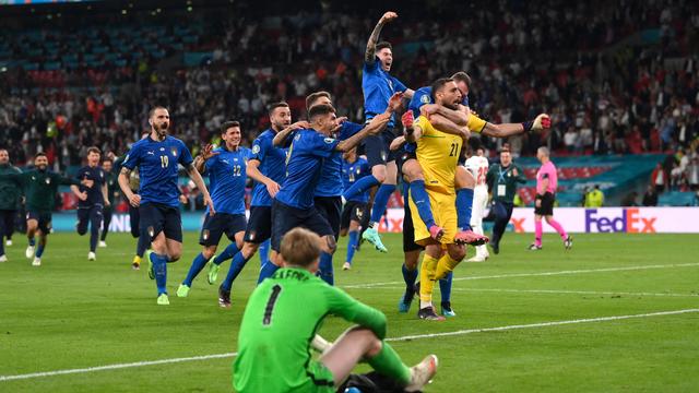 Mabuk & Bernyanyi, Cara Jordan Pickford Lupakan Kekalahan di Final Euro 2020 (109415)