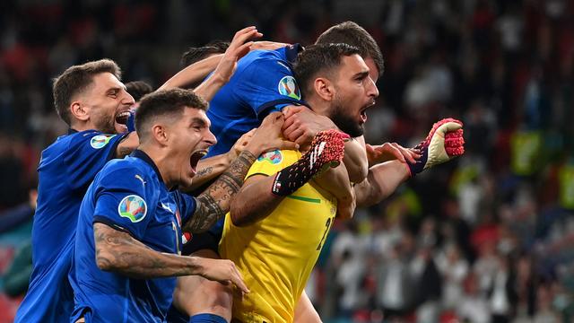 Gianluigi Donnarumma Asyik Liburan di Pantai Bareng Pacar Usai Euro 2020 (31428)
