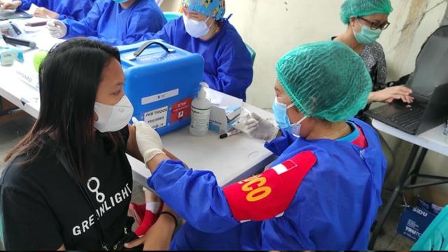 Brimob Polda Sulut Buka Gerai Vaksinasi COVID-19 untuk Masyarakat Umum (1222430)