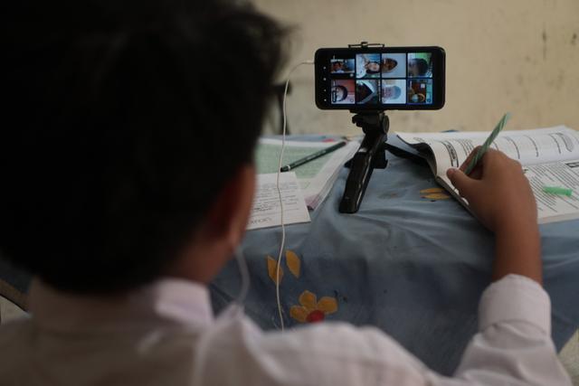 Kisah Sukses PJJ SMP di Ambon Berkat 4G/LTE Telkomsel, Belajar Seru dengan Kuis (53147)