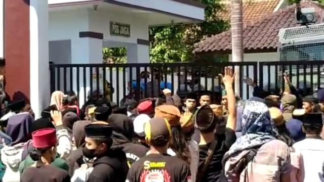 Polisi Tetapkan 4 Tersangka Aksi Bela Rizieq yang Berujung Ricuh di Tasikmalaya (47512)