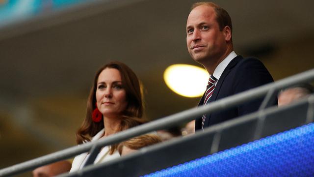 Tampil Beda dengan Anting Besar, Intip Gaya Kate Middleton di Final Euro 2020 (6155)