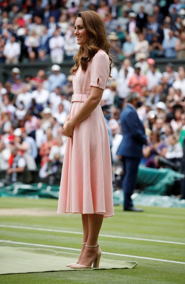 Tampil Beda dengan Anting Besar, Intip Gaya Kate Middleton di Final Euro 2020 (6159)