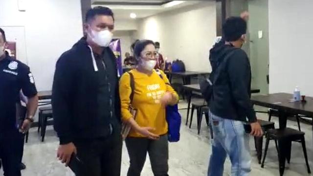 Usai Diperiksa di Polda Metro, dr Lois Dibawa ke Mabes Polri (1198688)