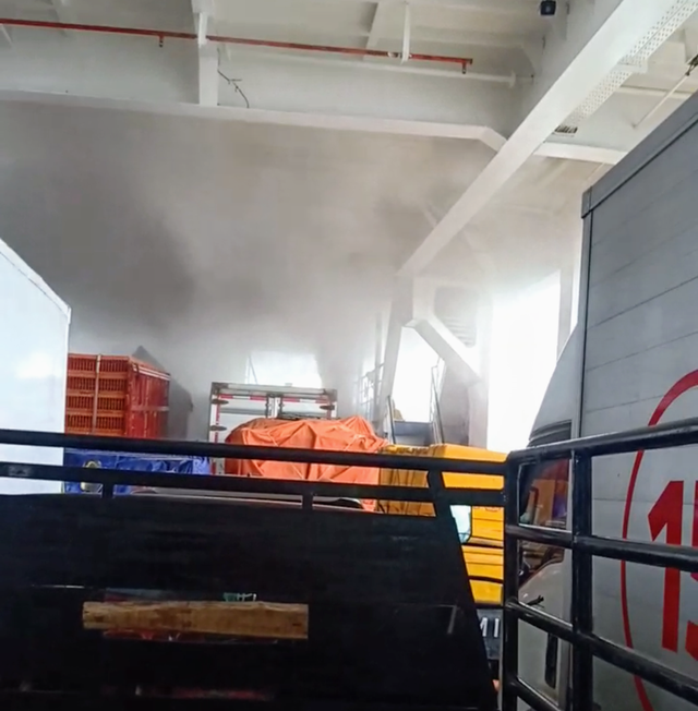 KMP Gunsa VIII Terbakar di Perairan Luar Banyuasin, Sumsel (258041)
